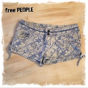 Adorable Free People Floral Shorts 🌸